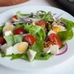 Салат с яйцами. Летний вариант по-грузински