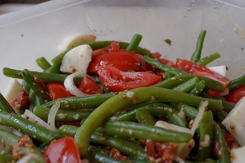Приготовить салат из зеленой фасоли